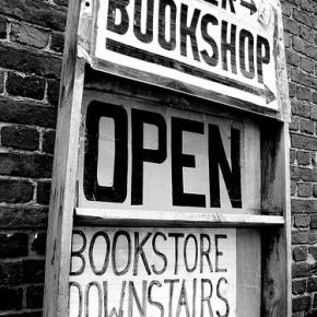 書店と舶来コスメ