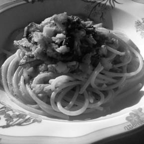 「イタリアと大分耶馬渓のキノコとカレイのパスタ、ドライトマト添え」を作った