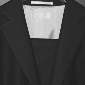 テーラードジャケット(またはワイシャツタイプのブラウス)の魔法