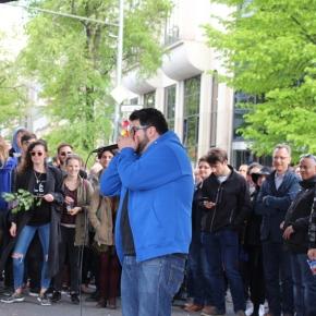 ベルリン出張2015春夏1-6「旅の持ち物とコナカのシャワークリーンスーツ」(クロイスベルクのメイデイのフェスにて ヒューマンビートボクサー)