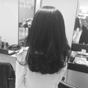 太くてくせ毛で量の多い髪のセットを楽にする方法