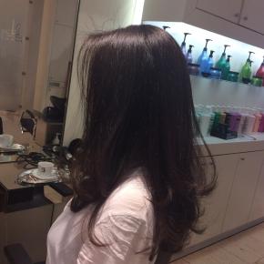 ベルリン出張2015春夏2-6「日本の美容院の洗髪は最高!」(横からの私の姿)