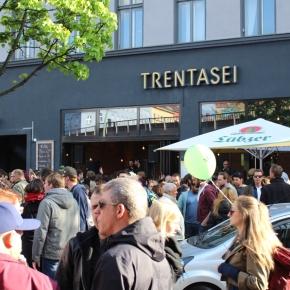 ベルリン出張2015春夏3-6「クロイツベルクのフェス」(テクノで踊る人々)