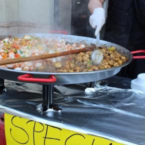ベルリン出張2015春夏3-6「クロイツベルクのフェス」(トルコ系の人々の屋台。おいしそうなキノコ料理!)