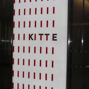 「はとバスに乗って東京観光」(日本郵便の施設のKITTE)