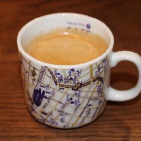 「はとバスに乗って東京観光」(KITTEの地下のカフェのコーヒー)