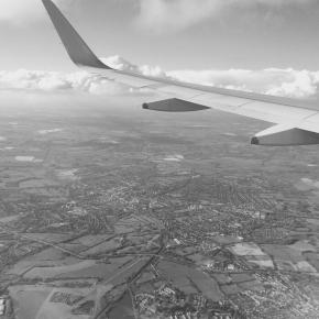 あるミニマリストの海外一人旅の準備のリスト(航空チケット、ホテル、保険など)