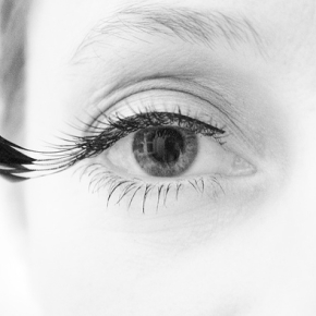 イメージ写真:素敵なつけまつ毛 Flickr : nmgallery : False eyelashes