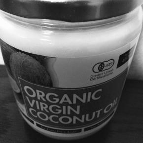 食用のために購入したココナッツオイルは、顔と体と髪用へ