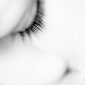 つけまつ毛やエクステをやめると、目が軽くなります